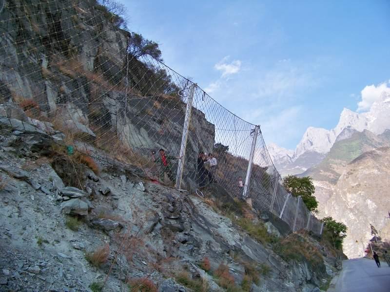 边坡防护网铺设