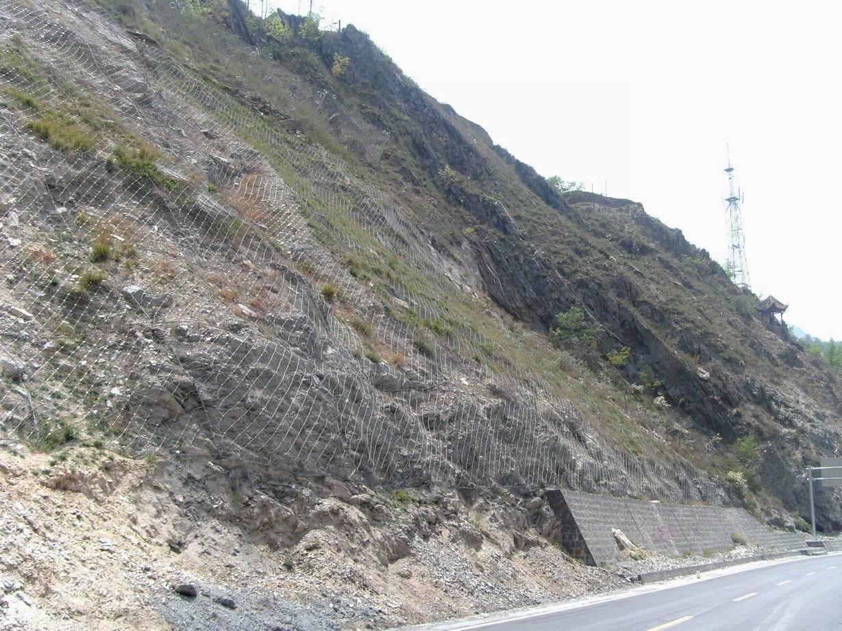 公路边缘边坡防护网