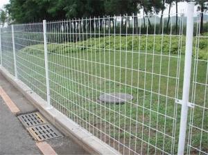 双边护栏网搭建